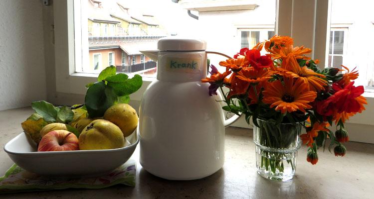 Quitten, Strauß und Teekanne