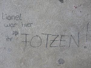 """Schriftzug """"Lionel war hier"""""""