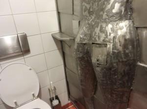 Toilette mit Durchreiche